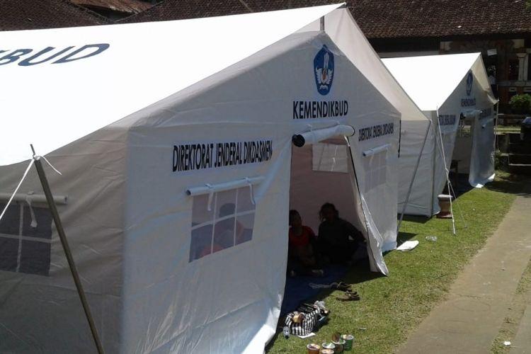 Pascagempa Lombok, Kemendikbud mendirikan kelas-kelas darurat agar kegiatan belajar mengajar dapat tetap berlangsung (30/7/2018).