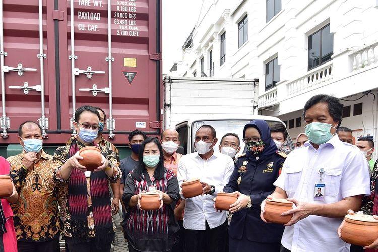 Gubernur Sumut Edy Rahmayadi bersama Wakil Menteri Perdagangan Jerry Sambuaga melepas ekspor sarang burung walet dan produk berbasis singkong di Komplek MMTC, Jalan Willem Iskandar, Kabupaten Deliserdang, Sabtu (7/11/2020)