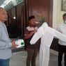 Anggota DPRD Gresik Patungan Sumbang 50 Set APD dan 30.000 Masker Buatan UMKM untuk Tim Medis