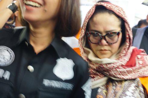 Komedian Nunung Buang Sabu ke Kloset Saat Tahu Polisi Tiba di Rumahnya