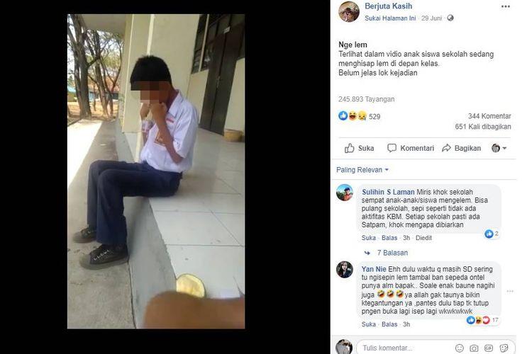 Tangkapan layar video yang menampilkan seorang anak tengah menghirup lem di depan kelasnya.(FACEBOOK)