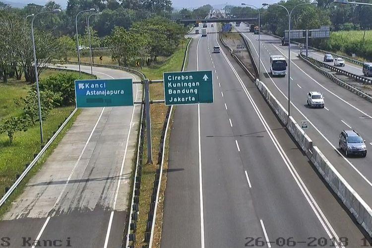 Situasi lalu lintas di Simpang Susun Kanci Tol Kanci-Pejagan.
