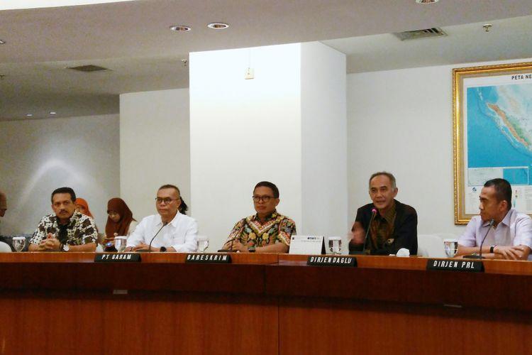 Konfrensi pers keputusan importasi garam di Kantor Kementerian Perdagangan (Kemendag), Jakarta, Jumat (28/7/2017).