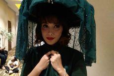 Ussy Suliatiawaty Mencuri Perhatian di Gala Premiere Film Lukisan Ratu Kidul