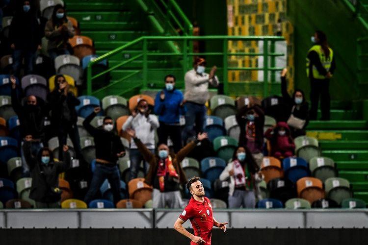 Penyerang Portugal Diogo Jota merayakan gol dalam pertandingan Grup A3 UEFA Nations League antara Portugal vs Swedia di Stadion Alvalade di Lisbon pada 14 Oktober 2020.