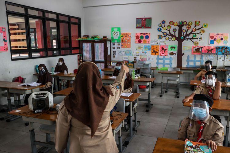 Ilustrasi pembelajaran tatap muka (PTM) terbatas di SDN 03 Palmerah, Jakarta Barat, Rabu (7/4/2021).