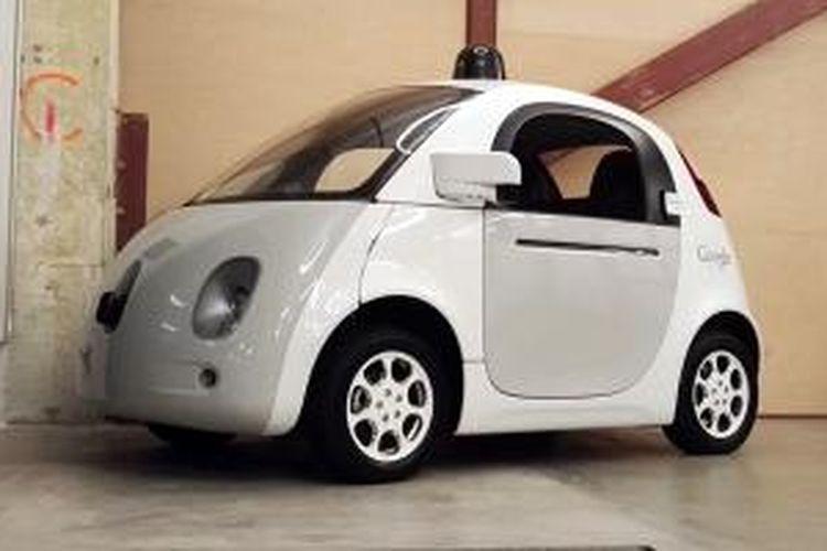 Mobil tanpa sopir Google yang diparkir di kantornya di Mountain View, California, AS.