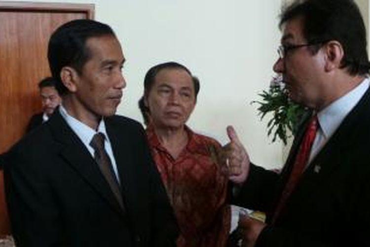 Gubernur DKI Jakarta Joko Widodo (kiri) mengunjungi Gedung DPR/MPR Jakarta, Senin (8/7/2013).