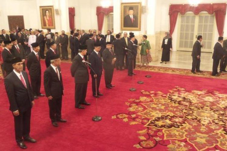 Suasana pelantikan 17 duta besar luar biasa dan berkuasa penuh di Istana Negara, Jakarta, Senin (13/3/2017).