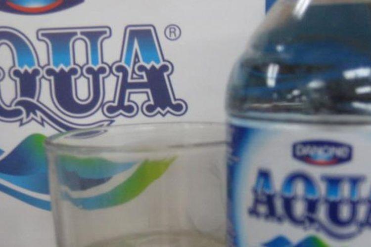 Air kemasan merek Aqua