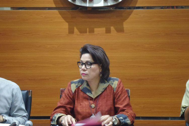 Wakil Ketua KPK Basaria Panjaitan saat mengumumkan penetapan tersangka di Gedung KPK, Jakarta, Selasa (6/6/2017).