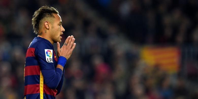 Ekspresi bintang Barcelona, Neymar, saat melawan Athletic Bilbao, pada perempat final kedua Copa del Rey di Stadion Camp Nou, 27 Januari 2016.
