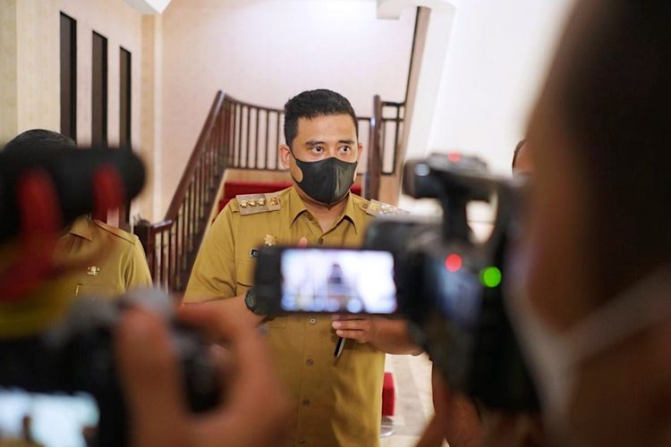 Wali Kota (Walkot) Medan Bobby Nasution saat memberikan keterangan di Kantor Badan Pemeriksa Keuangan (BPK) Perwakilan Sumatera Utara (Sumut) usai menerima Laporan Hasil Pemeriksaan (LHP) Laporan Keuangan Pemerintah Daerah (LKPD) Kota Medan Tahun Anggaran 2020.