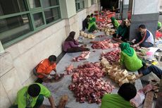 Panitia Kurban JIC Ceritakan Sulitnya Cari Besek Bambu untuk Bungkus Daging