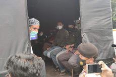 Polisi Angkut Simpatisan Rizieq Shihab yang Berkerumun di Warung Dekat PN Jakarta Timur