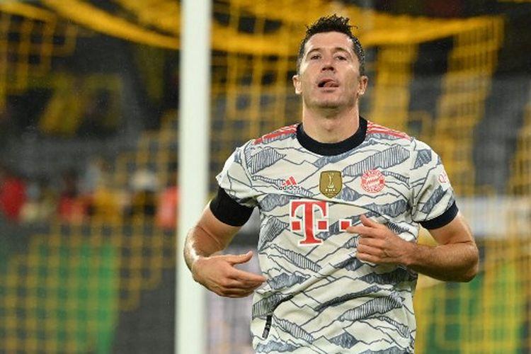 Ekspresi striker Bayern Muenchen, Robert Lewandowski, seusai mencetak gol ke gawang Borussia Dortmund pada laga Piala Super Jerman atau DFL Super Cup 2021 yang dihelat di Stadion Signal Iduna Park, Rabu (18/8/2021) dini hari WIB.