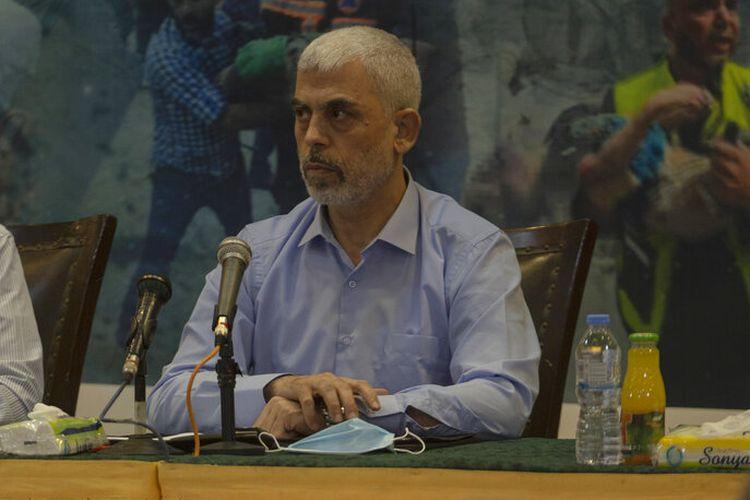 Yahya Sinwar, pemimpin Hamas Palestina di Jalur Gaza, bertemu dengan pers asing, di Kota Gaza, Rabu, 26 Mei 2021.