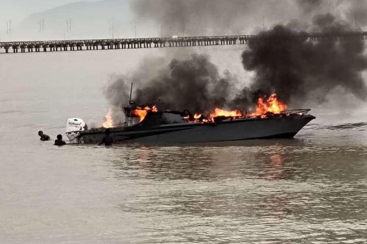SB Celebes terbakar di perairan Sei Pancang Pulau Sebatik Kabupaten Nunukan Kaltara, Kamis (23/3/2021) sekitar pukul 05.00 wita. SB Celebes diduga membawa ikan illegal dari Tawau Malaysia