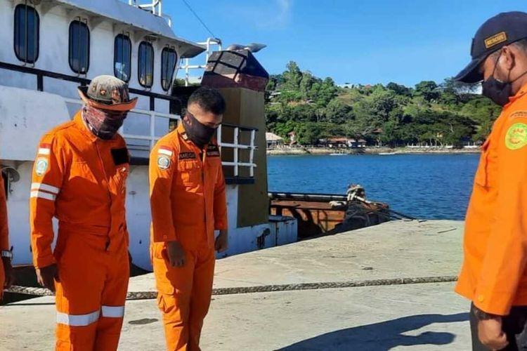 Tim SAR Pos Namlea berisap untuk mencari seorang nelayan yang hilang di peraiaran Pulau Kelang, Kabupaten Seram bagian Barat, Maluku, Senin (30/8/2021)