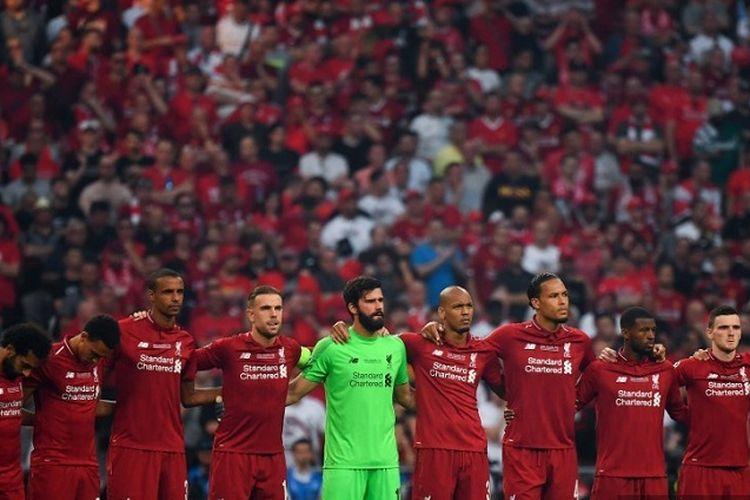 Para pemain Liverpool mengheningkan cipta untuk mengenang pemain sepak bola Spanyol, Jose Antonio Reyes, yang meninggal karena kecelakaan lalu lintas, sebelum pertandingan sepak bola final Liga Champions antara Liverpool vs Tottenham Hotspur di Stadion Wanda Metropolitano di Madrid pada 1 Juni 2019.