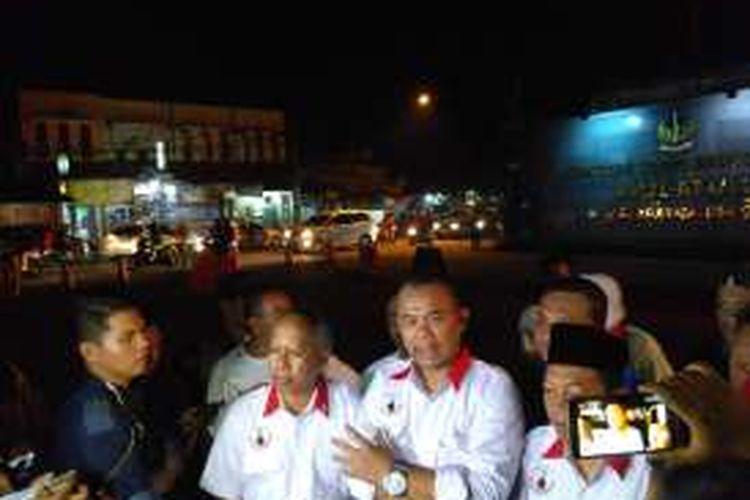 Ketua Ketua Advokat Cinta Tanah Air (ACTA) Krist Ibnu di depan Mako Brimob, Kepada Dua, Depok, Jumat (2/12/2016)