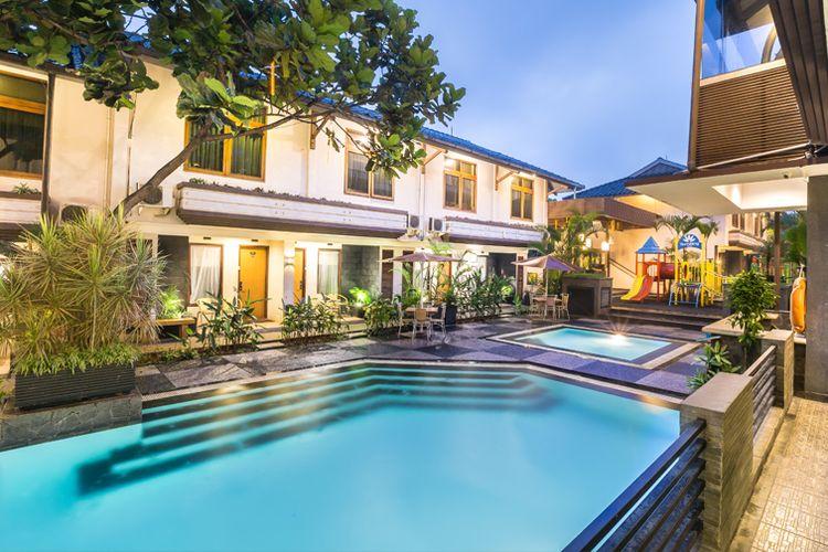 Pemandangan kolam renang di Gumilang Regency Hotel, Lembang