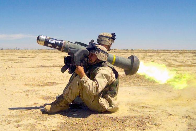Pasukan Amerika meluncurkan rudal Javelin