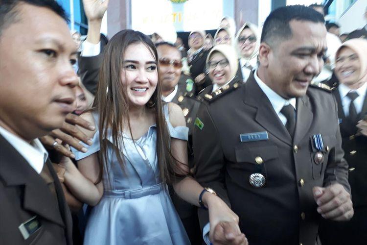 Hakim Tak Kunjung Datang Nella Kharisma Batal Bersaksi Di