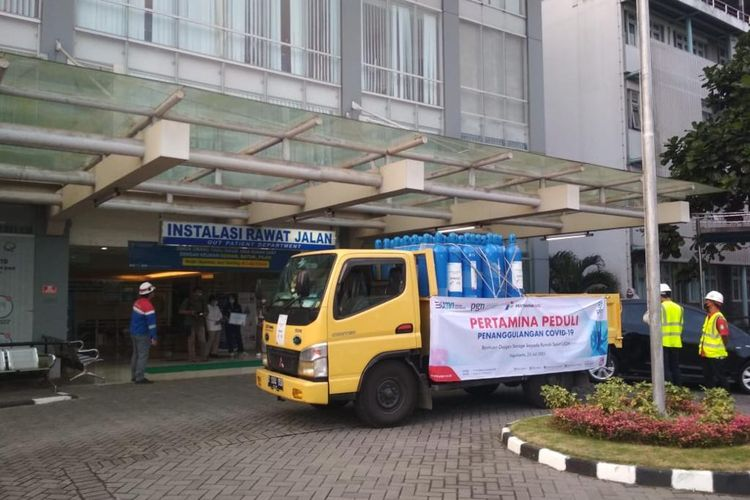Subholding gas menyalurkan bantuan 50 tabung oksigen ke RS UGM Yogyakarta pada Kamis (22/7/2021).