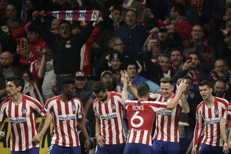Para pemain Atletico Madrid merayakan gol yang dicetak Saul Niguez pada laga Atletico vs Liverpool di babak 16 besar Liga Champions, 19 Februari 2020.