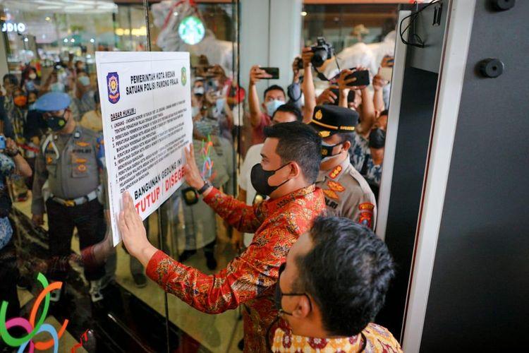 Penyegelan terhadap mal Cantre Point yang dilakukan Wali Kota Medan, Bobby Nasution berakhir usai pengelola mal mencicil tunggakan pajak mereka.