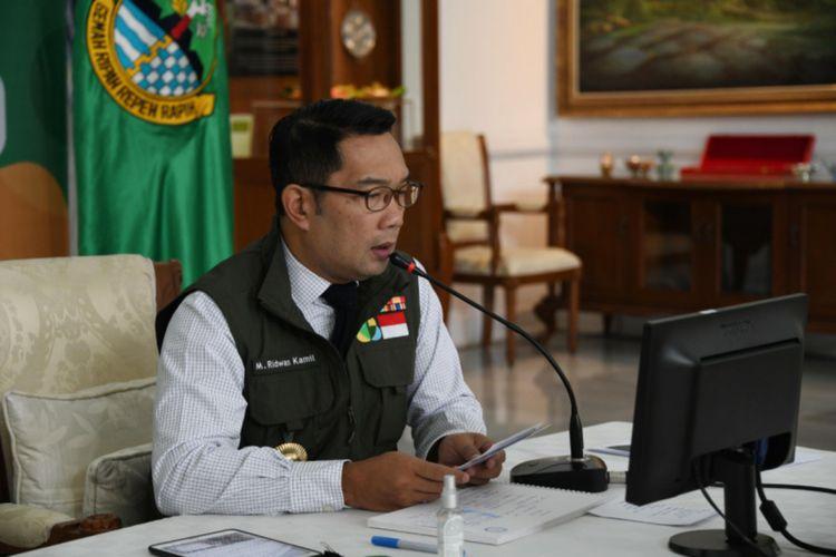 """Gubernur Jabar Ridwan Kamil memberikan keynote speech pada webinar """"UMKM Jabar di Era Adaptasi Kebiasaan Baru"""" dari Gedung Pakuan, Kota Bandung, Rabu (24/6/2020)."""