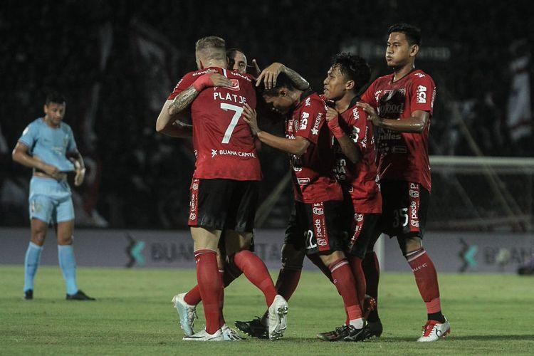 Melvin Platje (nomor 7) saat merayakan gol bersama rekan-rekannya pada laga Bali United vs Persela, di Stadion Kapten I Wayan Dipta, Gianyar, Bali, Kamis (31/10/2019).