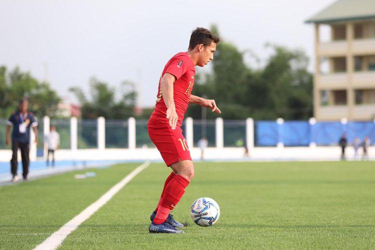 Aksi Egy Maulana Vikri dalam laga timnas u23 Indonesia vs Laos dalam pentas SEA Games 2019 di Stadion Imus, Filipina, Kamis (5/12/2019).