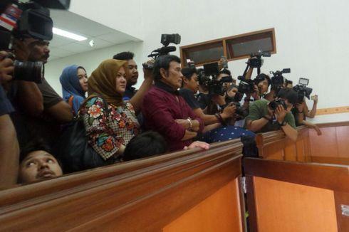 Saksikan Sidang Putusan Ridho, Rhoma Irama Berdiri Paling Depan