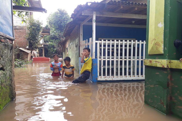 Banjir menggenang wilayah RW 05, Kelurahan Cawang, Kramat Jati, Jakarta Timur, Kamis (20/2/2020).