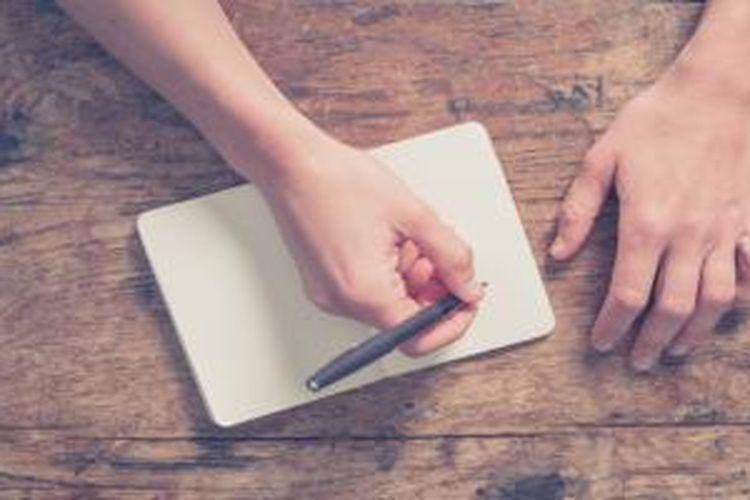 Daya ingat pada saat menulis dirangsang dengan adanya gerakan tangan. Menulis juga mengizinkan Anda mencerna informasi sebelum dicatat.