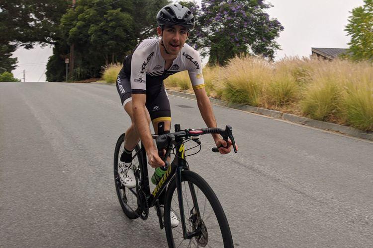 Collin Patterson ketika berhasil mendaki setinggi 68.633 kaki dengan sepedanya.