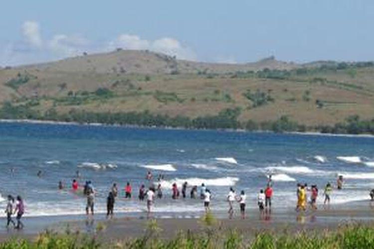 Pantai Mbolata di Kabupaten Manggarai Timur, Nusa Tenggara Timur.