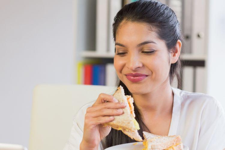 Ilustrasi penderita diabetes makan