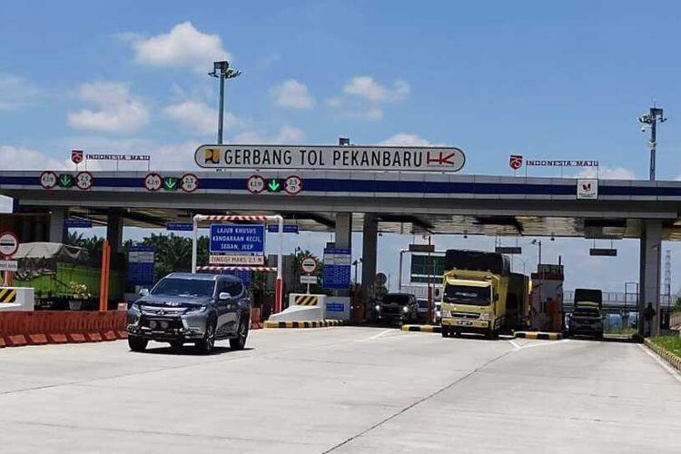 Gerbang tol Pekanbaru-Dumai.