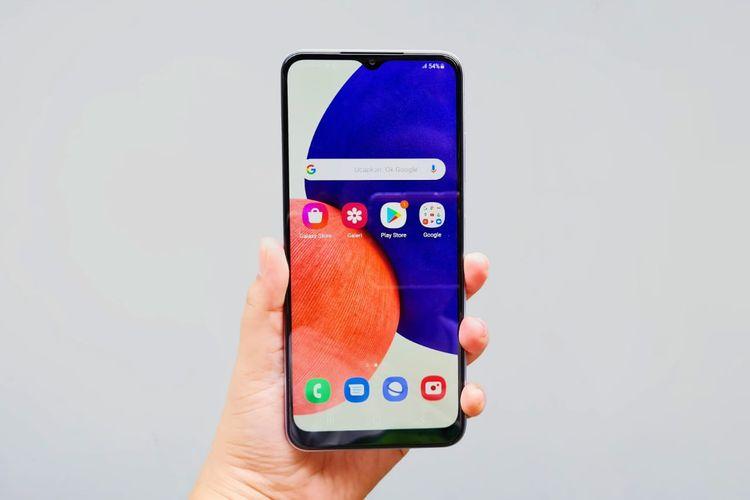 Samsung Galaxy A22 5G memiliki layar IPS LCD berbentang 6,6 inci dengan resolusi 1.080 x 2.400 piksel, aspect ratio 20:9, dan refresh rate 90Hz