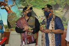 """""""Puji Tuhan, Hari Ini, Saudara-saudara Kita dari Sumatera Barat Bawa Rendang"""""""