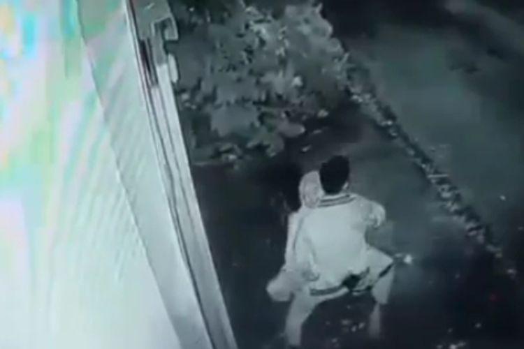 Potongan gambar dari CCTV hotel di Tasikmalaya, tampak sepasang remaja terekam CCTV berbuat mesum di atas jok motornya di pinggir jalan Komplek Olahraga Dadaha, Kota Tasikmalaya, Selasa (26/1/2021).