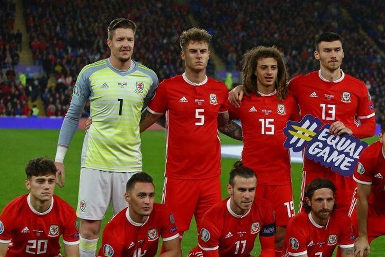 Bek baru Tottenham, Joe Rodon (nomor 5), saat membela timnas Wales di laga kualifikasi Euro 2020 kontra Kroasia di Stadion Cardiff City, 13 Oktober 2019.