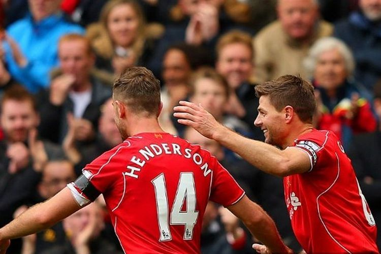 Jordan Henderson dan Steven Gerrard pada laga Liverpool vs QPR di Stadion Anfield, 2 Mei 2015.