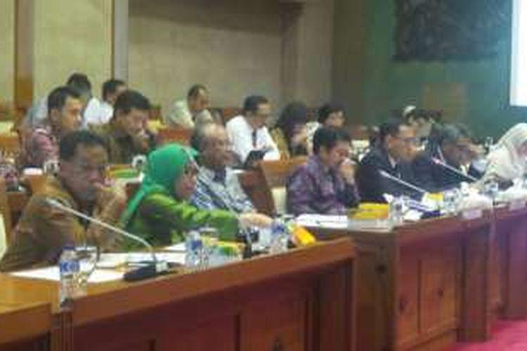 Rapat dengar pendapat Komisi XI DPR dengan BI, OJK, dan BKPM tentang tax amnesty, Senin (25/4/2016).