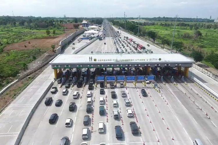 Kondisi kendaraan mobil yang memasuki Gerbang Tol (GT) Cikampek, Rabu (25/12/2019).