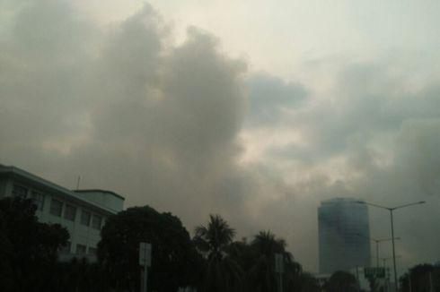Padamkan Kebakaran di Gedung Niaga JIExpo, Petugas Gunakan