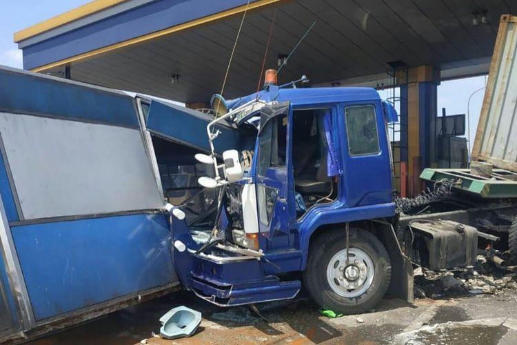 Akibat rem blong, truk kontainer sebabkan kecelakaan beruntun di Halim